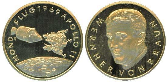 2438: 1969 GERMAN GOLD APOLLO 11 MEDALLION
