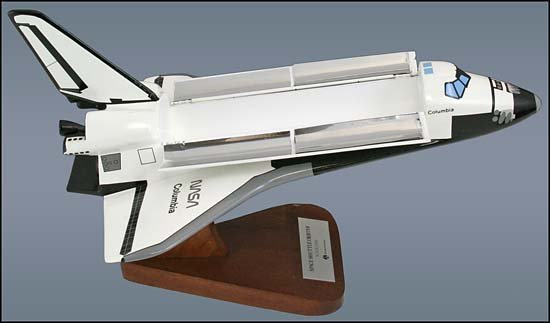 1086: c.1980 SPACE SHUTTLE 'COLUMBIA' MODEL