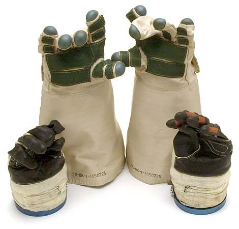 767: c.1970s PAIR OF EVA SPACE GLOVES ORLAN DMA