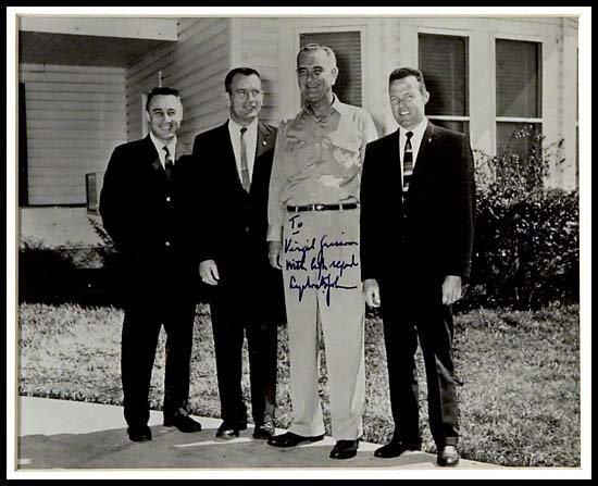 641: 1960s  PRESIDENT LYNDON JOHNSON SIGNED PHOTO