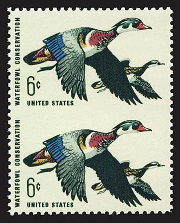 1733: USA #1362a DUCKS 6¢ MULTI, PAIR IMPERF BETWEEN