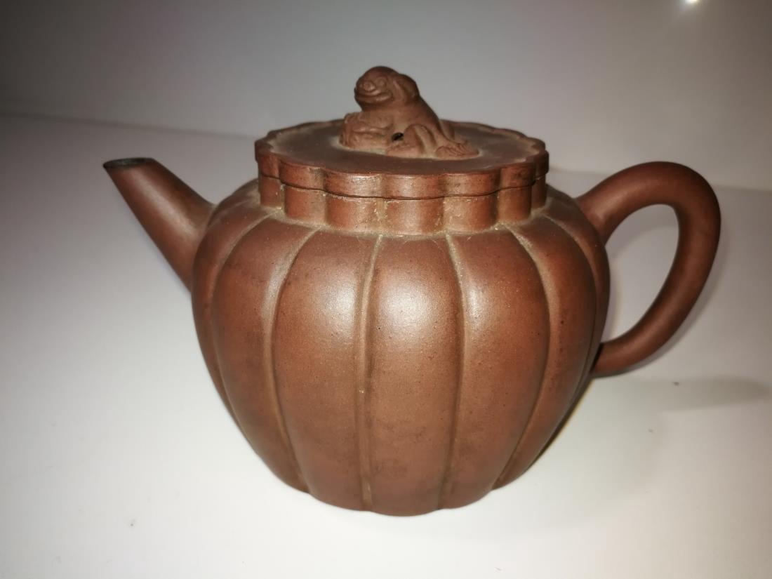Antique Chinese Yixing Zisha Teapot Gong Ju Mark
