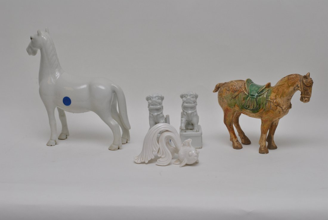 A GROUP OF ASIAN PORCELAIN LOTS
