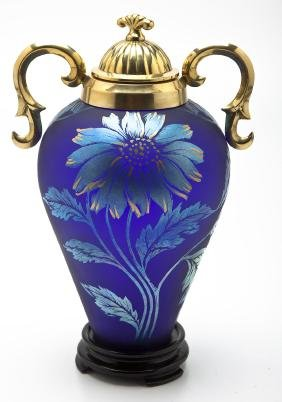 Fenton Connoisseur Collection Favrene Daisy Vase
