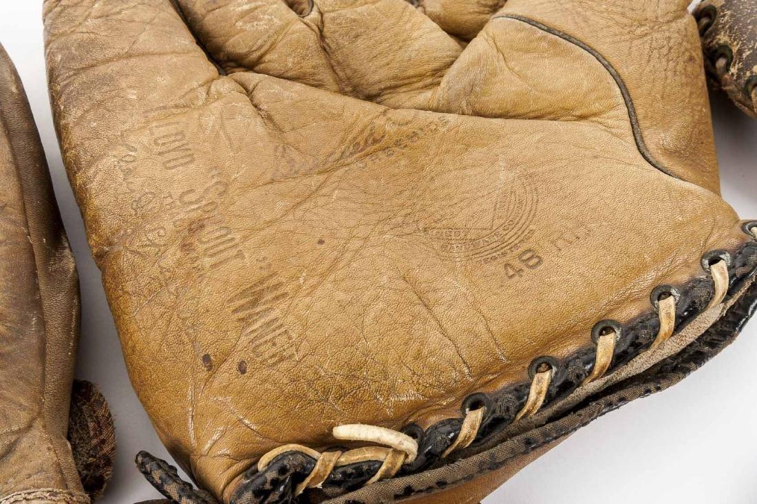 10 Vintage Baseball Gloves - 5