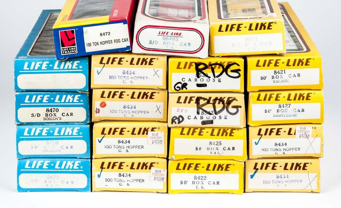 19 Life-Like HO Scale Rolling Stock in OBs