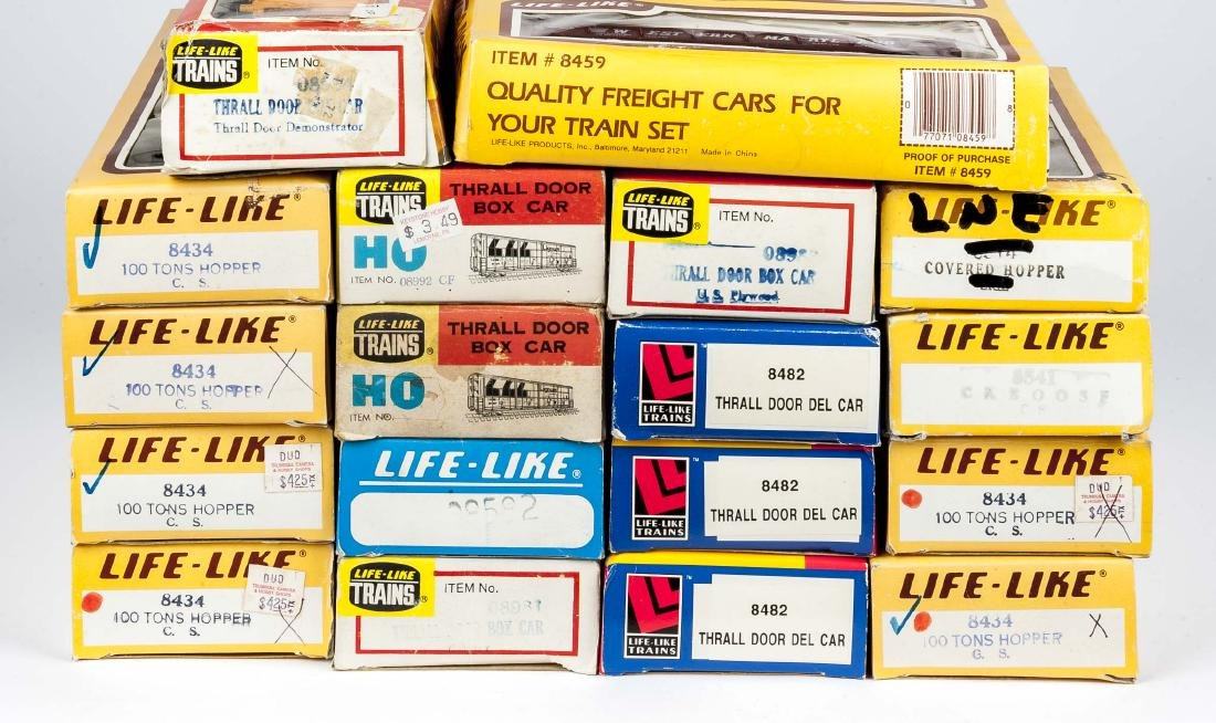 18 Life-Like HO Scale Rolling Stock in OBs