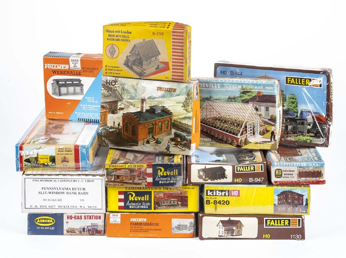 22 Vintage HO Scale Accessory & Building Kits