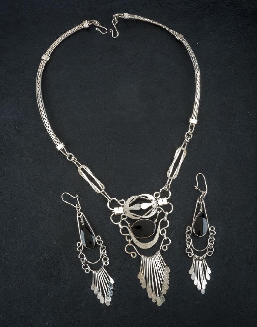 Silver Pendant Necklace & Earrings