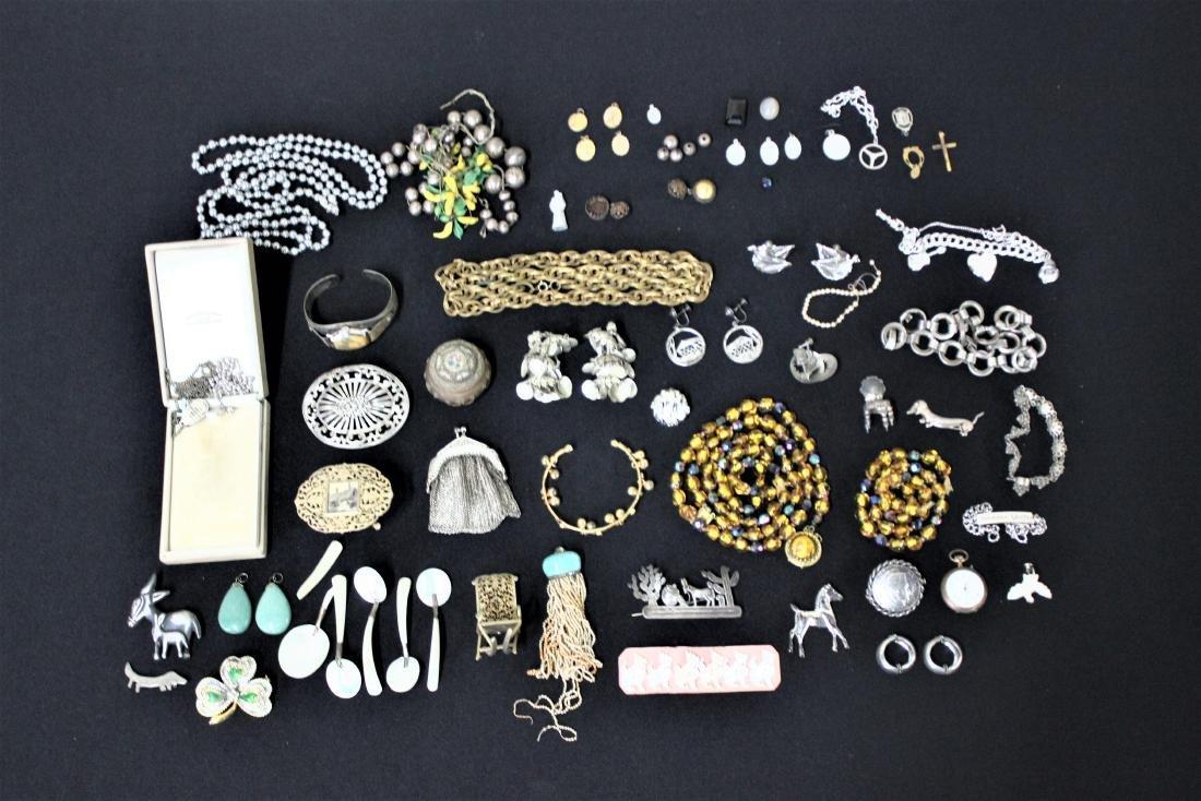 Medium Mixed Jewelry Lot