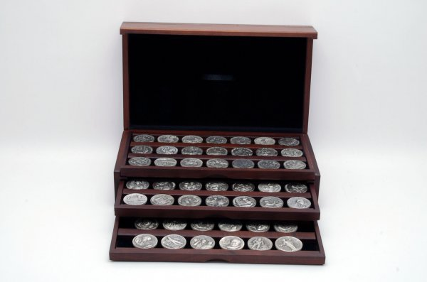 7: Set 60 Great Americans Sterling Medallions