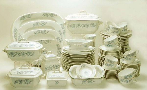 14: 144 Piece Haidinger Brothers Dinner Service