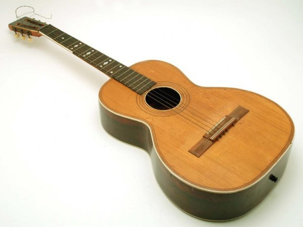 572: Lyon & Healy Parlor Guitar 19th/20th C