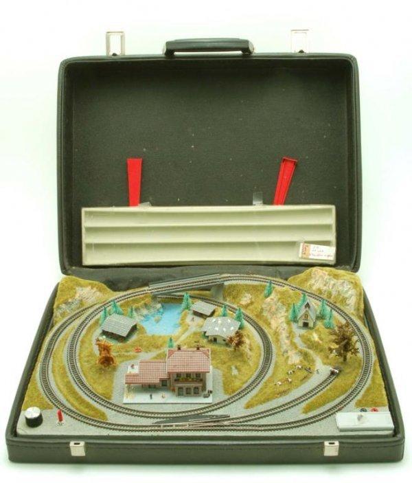 643: Marklin Mini-Club Z Gauge Suitcase Layout & Acc