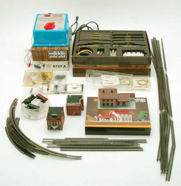 643: Marklin Mini-Club Z Gauge Suitcase Layout & Acc - 2