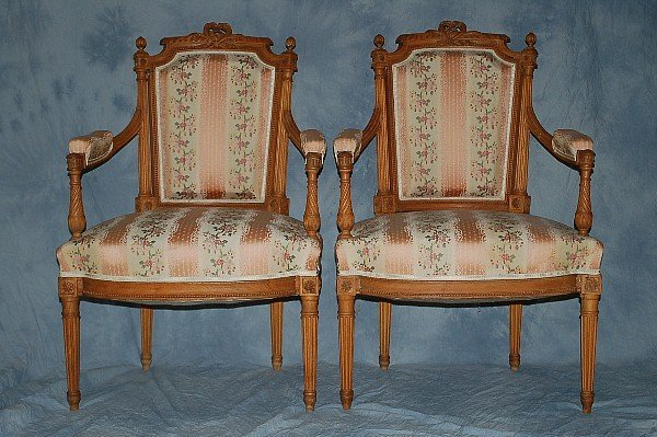 221: Pair Wood Chairs French Louis XV Style