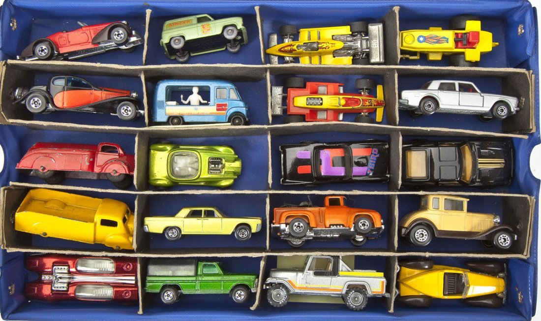 39 Die Cast Cars incl. Lesney & Hot Wheels in Case - 2