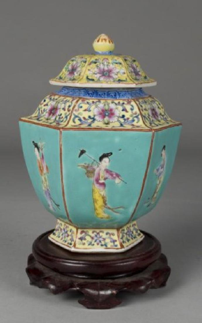 Chinese Qianlong Famille Rose Tea Caddy
