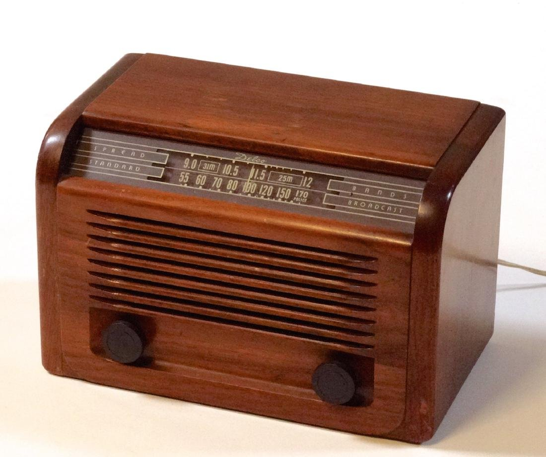 Vintage 40s Delco Tube Radio by United Motors Service