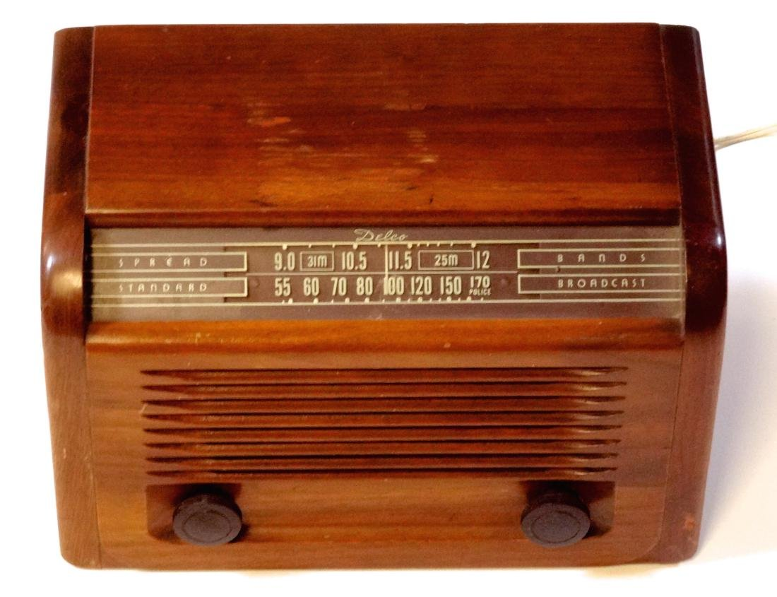 Vintage 40s Delco Tube Radio by United Motors Service - 2