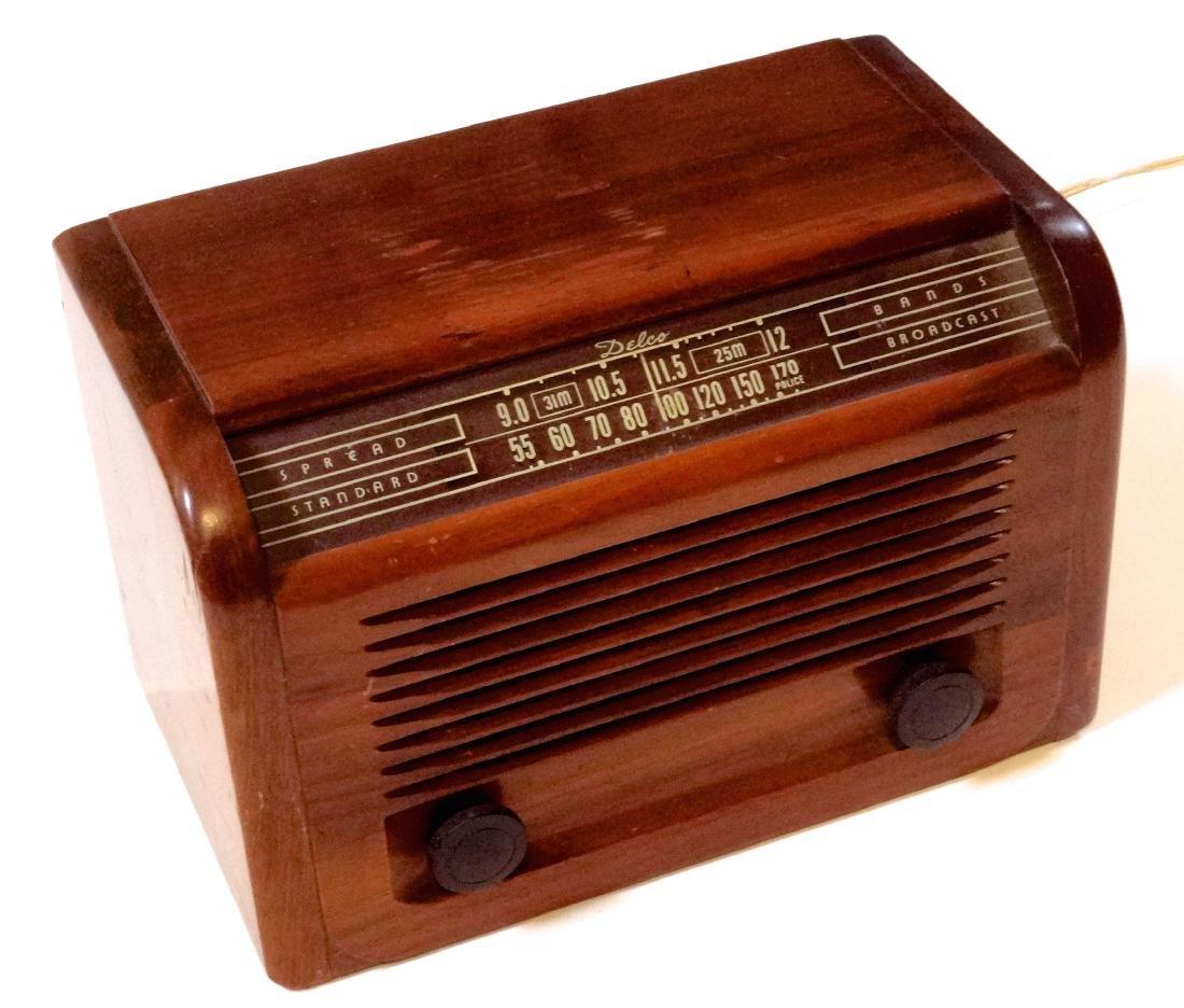 Vintage 40s Delco Tube Radio by United Motors Service - 3