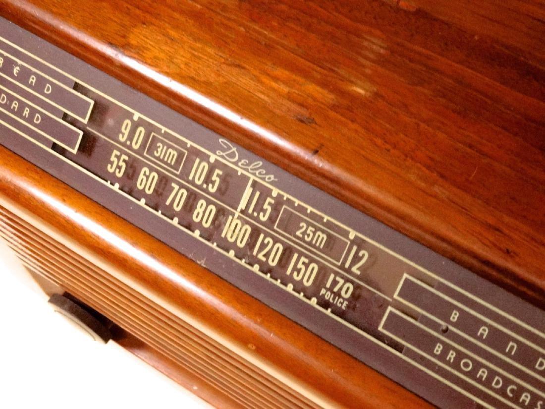 Vintage 40s Delco Tube Radio by United Motors Service - 7