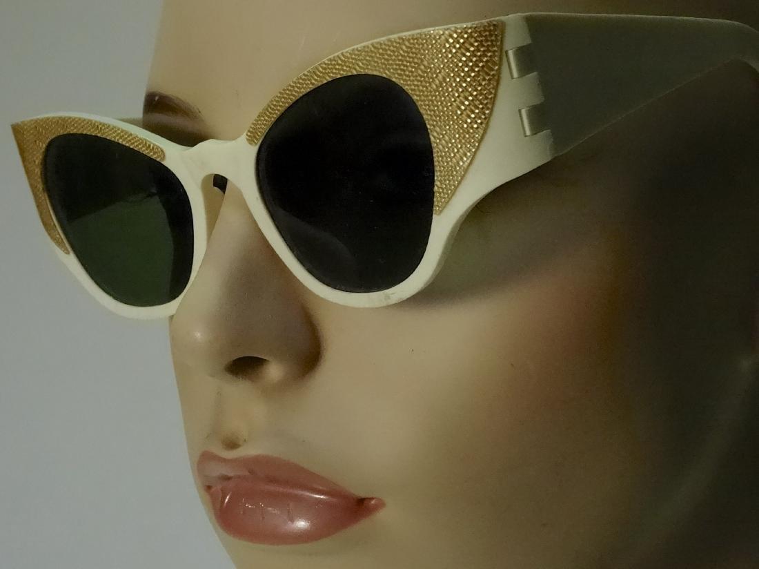 Vintage Mid Century 60s Cateye Fashionable Sunglasses