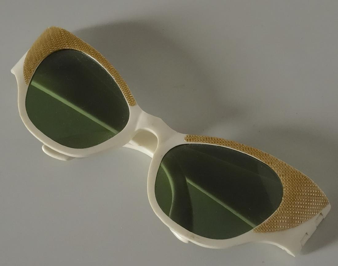 Vintage Mid Century 60s Cateye Fashionable Sunglasses - 2