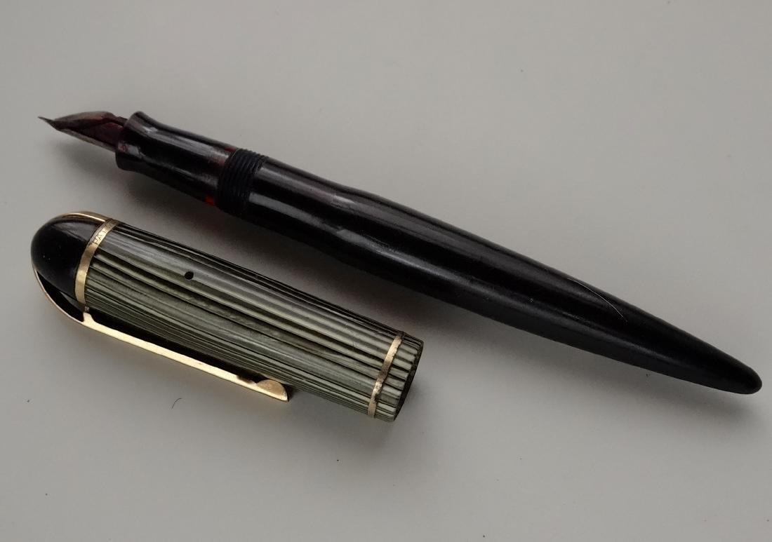 Eversharp Skyline c. 1944 Celluloid Fountain Pen 14k