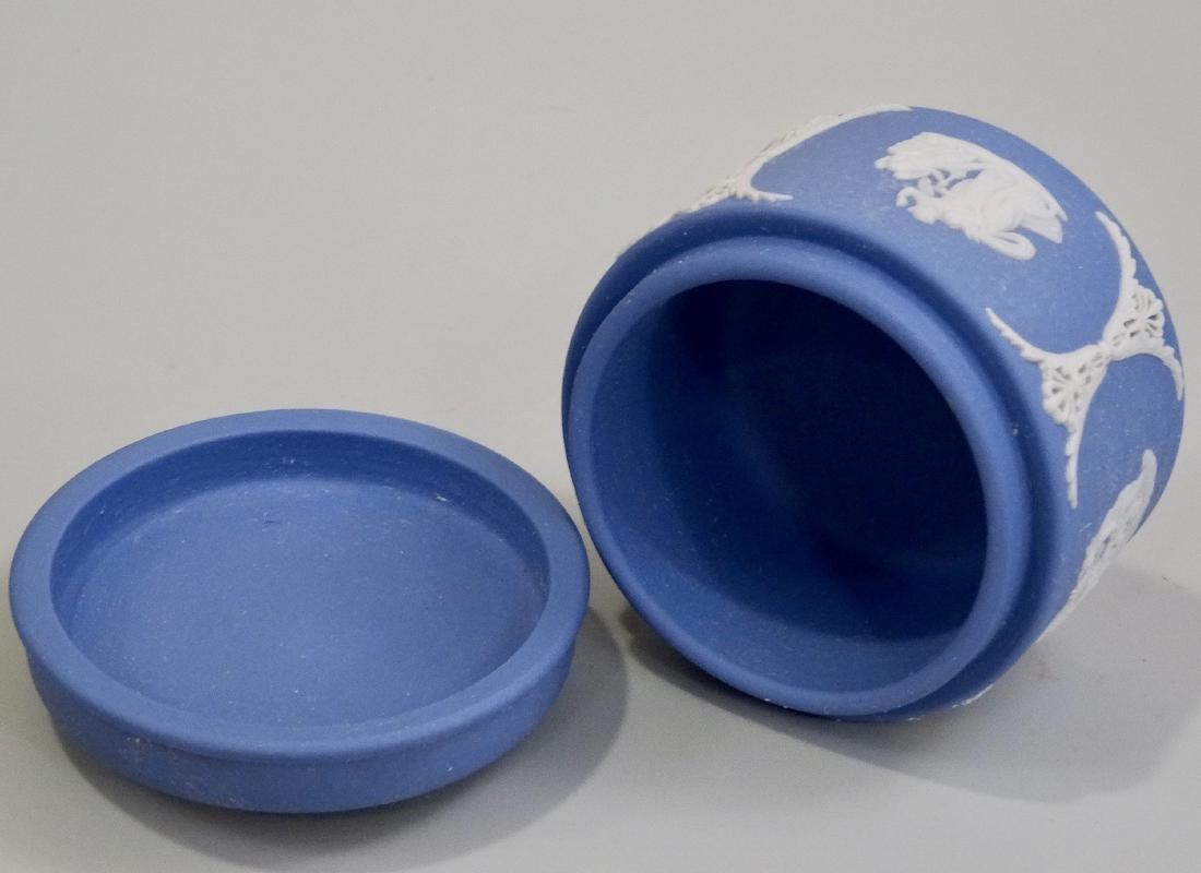 Wedgwood Blue Jasperware Circular Trinket Box - 4