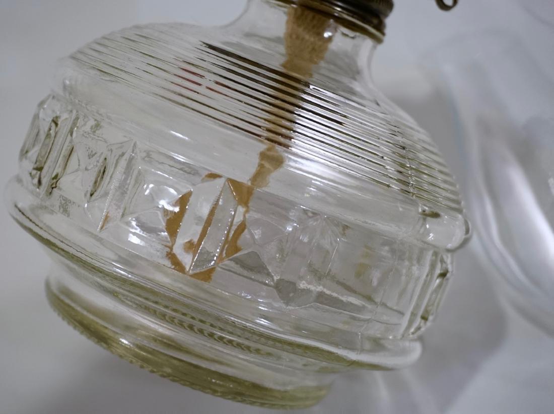 Antique Clear Glass Kerosene Lamp in Working Order - 4