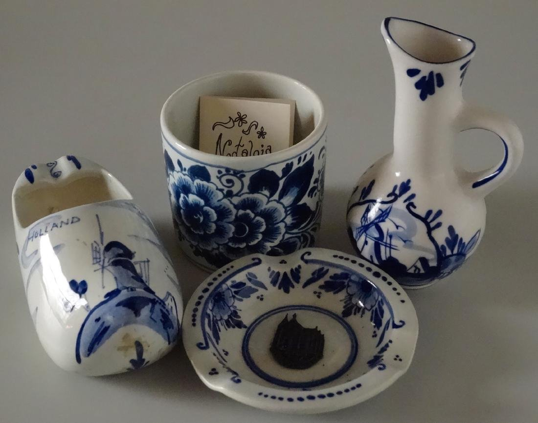 Dutch Delft Holland Small Porcelain Souvenir Ashtray