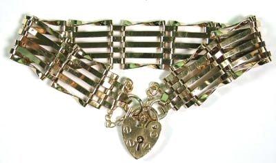 18: Ladies' five bar gate bracelet