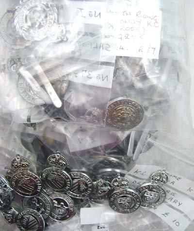 952: Police cap badges (120)