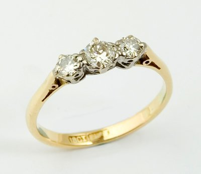 7: Ladies antique three stone diamond ring