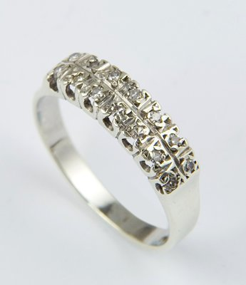 18: Ladies half eternity ring