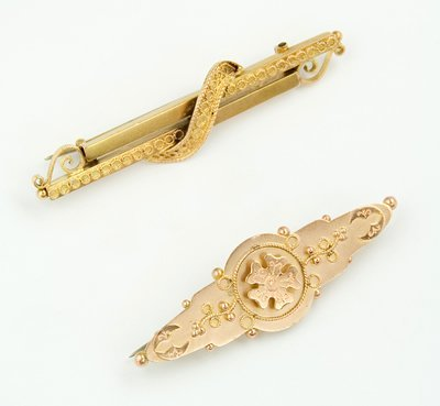 22: Ornate antique bar brooches (2)