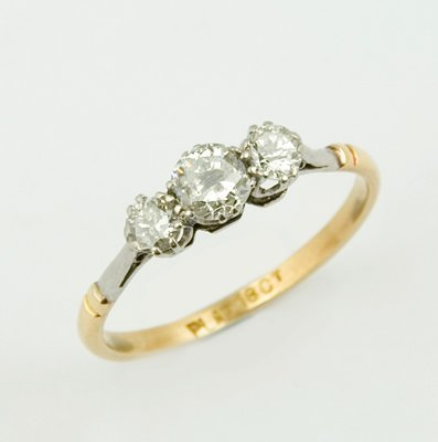 23: Ladies antique three stone diamond ring