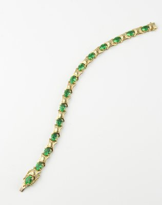 12: Ladies' bracelet set with emerald green coloured st