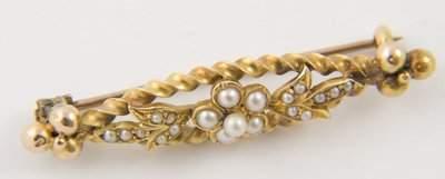 138: Antique ornate pearl bar brooch