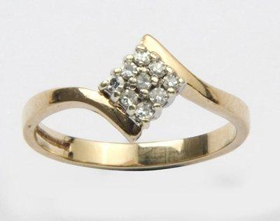 15: Ladies diamond cluster ring