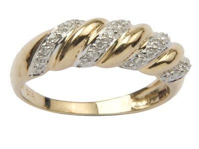 16: Ladies diamond set ring