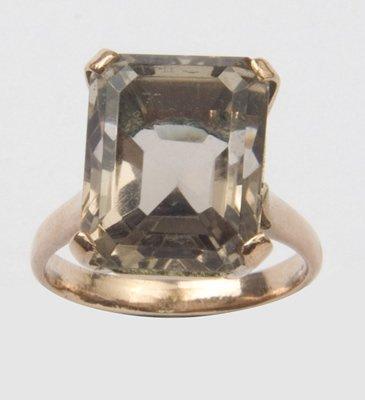 18: Ladies smoky quartz ring