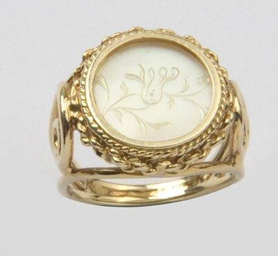 19: Ladies ornate ring
