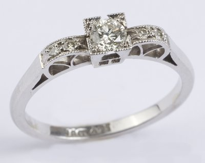 1: Ladies diamond ring