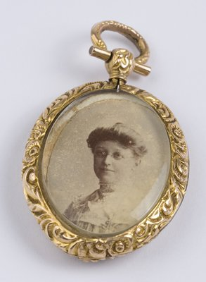 13: Ornate antique picture holder