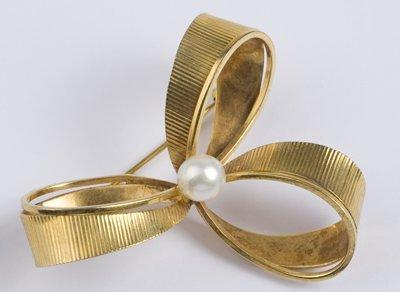 14: Triple bow pearl set brooch