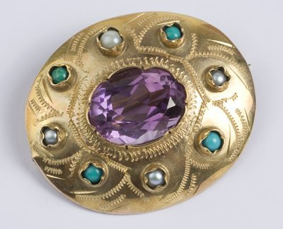 16: Antique stone set oval brooch