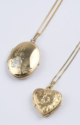 12: Picture lockets & chains (2)