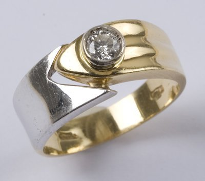 1: Ladies' diamond set ring